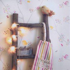 La firma francesa Casadeco en su ultima coleccion de papel pintado infantil crea decoraciones suaves,serenas y tranquilas sin olvidar ese toque especial para los reyes de la casa https://papelvinilicoonline.com/es/209-my-little-world