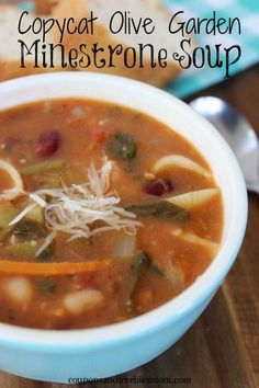 Nothing is as tasty as a nice bowl of soup on a busy day. This Copycat Olive Garden Minestrone Soup is one of our favorites. Not only is it full of yummy veggies, but it is really pretty easy to throw together. Copycat Recipes, Gourmet Recipes, Soup Recipes, Cooking Recipes, Healthy Recipes, Healthy Soups, Fall Recipes, Chicken Recipes, Tasty