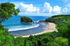 Pantai Indah di Yogyakarta, Jawa tengah - Indonesia