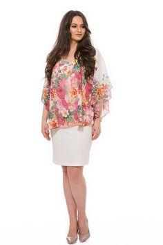"""Elegáns ruha, amely az elasztikus anyaga miatt nagyon kényelmes. Jó tartású, kellemes anyaga nem adja ki a narancsbőrt, és csinosan mutat minden alkaton. A """"V"""" nyakkivágás nyújtja az alakot, a finom mintájú muszlin lágyan omlik vállra. Nagyon jó fazon, szép elegáns darab! Bell Sleeves, Bell Sleeve Top, Peplum Dress, Blouse, Long Sleeve, Plus Size, Tops, Dresses, Women"""