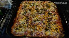Už ma nebavilo jesť doma pizzu, ktorá sa nedala jesť kvôli tvrdému cestu a pri pokusoch často končila v koši. Postupom času som sa dostal k tomuto receptu od jednej známej no neviem si to vynachváliť. Cesto je po upečení úplne mäkučké. Už nikdy iné cesto robiť nebudem. Z tohto receptu spravíte dve pizze, komu je veľa nech robí z polovičnej dávky. Mám istotu, že keď spravím túto pizzu tak sa vždy všetka zje.