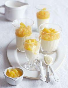 Weisse Schoko-Kokos-Mousse: So weiß kommt's noch: Kokosmilch und -likör in der luftigen Mousse heben die feine Ingwer-Ananas in betörende Höhen.