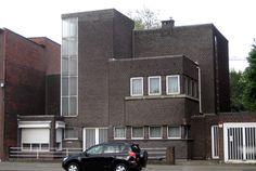 De woning Verstrepen aan de Antwerpsestraat in Boom is een vroeg werk van architect Léon Stynen. De woning uit 1927-1928 effende de weg voor zijn modernistische realisaties in de jaren 1930.. In 1995 werd de woning beschermd als monument.