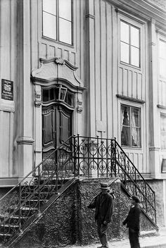 The Skottsberg House in Karlshamn, Sweden, 1908. Man and boy at the doorsteps and facade towards Drottninggatan street.