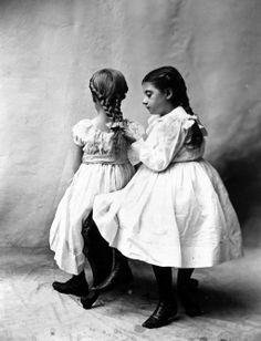 vintage Funny Vintage Photos, Vintage Humor, Vintage Photographs, Vintage Images, Retro Kids, Scrapbook Designs, Two Girls, Young Models, Old Photos