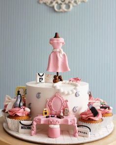 Ideas Birthday Cake Girls Fashion Make Up For 2019 Beautiful Cake Designs, Beautiful Cakes, Amazing Cakes, Make Up Torte, Make Up Cake, Makeup Birthday Cakes, Birthday Cake Girls, Bolo Fashionista, Fondant Cakes