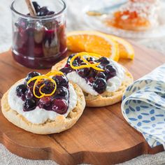 Honey Blueberry Compote with Honey Cinnamon Ricotta on English Muffins Honey Recipes, Real Food Recipes, Cooking Recipes, Healthy Recipes, What's For Breakfast, Breakfast Recipes, Recipe Using Honey, Crepes Filling, Blueberry Compote