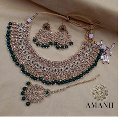 Latest Pictures Bridal Jewellery set Tips From rings along with bracelet so that you can jewellery and also jewellery, this is the several gui Indian Bridal Jewelry Sets, Indian Jewelry Earrings, Jewelry Design Earrings, Wedding Jewelry Sets, Antique Jewellery Designs, Fancy Jewellery, Stylish Jewelry, Diamond Jewellery, Jewelry Collection