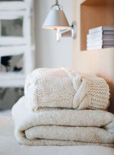 I love when the weather gets cooler because i love BLANKETS, especially knitted, chunky throws.
