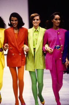 moda Versace Spring 1991 Ready-to-Wear Fashion Show - Vogue 1980s Fashion Trends, Retro Fashion, Vintage Fashion, 1990s Fashion Women, Fashion In The 80s, Celebrities Fashion, Petite Fashion, Curvy Fashion, Fashion Bloggers