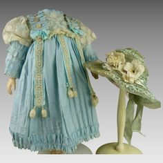Wonderful heavenly blue antique dolls dress with antique dolls hat Wonderfull heavenly blue antique dolls dress with antique dolls hat Knit Doll Hat, Knitted Dolls, Knitted Hats, Antique Dolls, Vintage Dolls, Vintage Sewing, Doll Beds, Doll Costume, Crochet Fashion