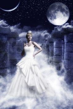 Selene, the Greek moon Goddess Divine Goddess, Moon Goddess, Sacred Feminine, Divine Feminine, Greek Gods And Goddesses, Roman Mythology, Selene Greek Mythology, Moon Magic, Mythical Creatures