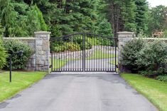 Need a driveway gate installed or repaired? Tri State Gate is a BBB-accredited custom driveway gate company serving New York, New Jersey & Connecticut. Wrought Iron Driveway Gates, Front Gates, Front Yard Fence, Entrance Gates, Grand Entrance, Gates Driveway, Bedford Hills, Front Gate Design, Modern Minimalist House