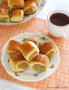 paszteciki-z-miesem2 Doughnut Muffins, Breakfast Menu, Polish Recipes, Dessert Recipes, Desserts, Hot Dog Buns, Food And Drink, Appetizers, Cooking Recipes