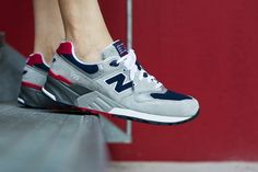 NEW BALANCE ML999 AE GREY/NAVY available at www.tint-footwear.com/new-balance-ml999-ae-12 new balance elite edition retro running sneaker 3M reflective abzorb tint footwear studio