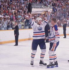 Mark Messier and Wayne Gretzki, Edmonton Oilers I was fortunate enough to see MANY hockey games in Edmonton with the great Gretzki. Edmonton Oilers, Mark Messier, Hockey Boards, Hockey World, Wayne Gretzky, Nhl News, Hockey Games, American Sports, National Hockey League