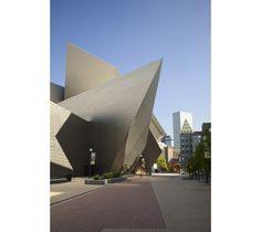 Exposition Cartier au Denver Art Museum http://www.vogue.fr/joaillerie/a-voir/diaporama/cartier-exposition-bijoux-20eme-siecle-au-denver-art-museum/21169/image/1112821  http://bijouxcreateurenligne.fr/bijoux-tendance-2016/