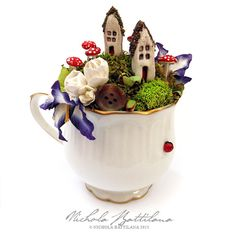 A comprehensive 3 page PDF explaining my process for creating my Tea Cup Towns / Tea Cup Fairy Gardens. The tutorial explains how to create Grey Tea Cups, Tea Cup Planter, Teacup Crafts, Fairy Doors, Wreath Tutorial, Miniature Fairy Gardens, Fairy Houses, Starry Nights, Teacups