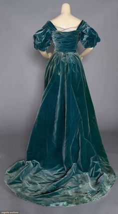 Evening Gown (image 4) | House of Worth | France; Paris | undated | velvet | Augusta Auctions | November 16, 2016