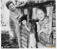 Deborah Kerr & her daughters Francesca & Melanie.....Uploaded By www.1stand2ndtimearound.etsy.com