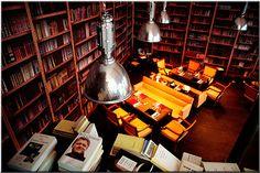 Restaurant BON Paris, bibliothèque : cuisine gastronomique asiatique, design de Philippe Starck