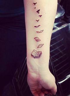cool-tatouage-oiseaux-tatouage-bras-femme-belle-livres-transformation-oiseaux