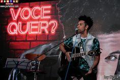 Coletiva de Imprensa com Vinicius DBlack no Night Café Uma festa de boas vindas e coletiva de imprensa com o cantor e ator Vinicius D'Black, atração principal da Festa do Brasil, que será realizada nos dias 28 e 29 de maio.