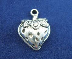 Antique Silver Strawberry Charms Pendants 20x14mm