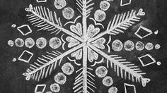 How to Draw 3 Snowflakes for a Holiday Chalk-Art Sign snowflake chalk art Chalkboard Doodles, Chalkboard Drawings, Chalkboard Lettering, Chalkboard Designs, Chalk Drawings, Chalkboard Paint, Chalkboard Ideas, Christmas Drawing, Christmas Art