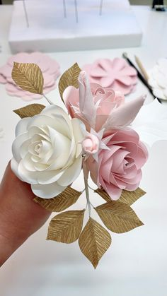 Paper Flowers Wedding, Giant Paper Flowers, Paper Flower Tutorial, Flower Center, Flower Template, Flower Designs, Christmas Decorations, Crafty, Floral