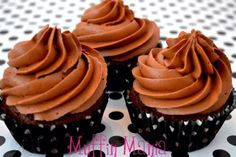 Chocolate mud cupcakes with chocolate fudge buttercream (recipe is in Dutch) Brownie Cupcakes, Baking Cupcakes, Cupcake Recipes, Baking Recipes, Cupcake Cakes, Dessert Recipes, Desserts, Bake My Cake, Buttercream Recipe