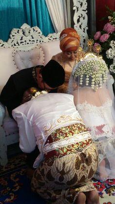 #sungkeman #java #wedding #white #akadnikah