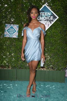 On the Scene: The 2016 Teen Choice Awards with Kat Graham, Chandler Kinney, Victoria Justice in Versace, and More! Celebrity Red Carpet, Celebrity Style, Chandler Kinney, Teen Choice Awards 2016, Lady Grey, Retro Look, Models, Red Carpet Dresses, Red Carpet Looks