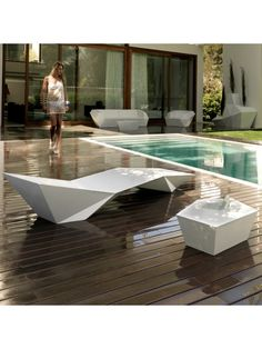 Buy the Faz Outdoor Sunbed by Vondom from our designer Outdoor collection at Chaplins - Showcasing the very best in modern design. Ramones, Exterior Design, Interior And Exterior, Table Design, Southern Homes, Deck Chairs, Cabana, Outdoor Furniture, Outdoor Decor
