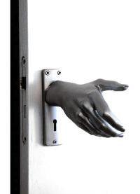~~ CLEVER DOOR HANDLE ~~ Doors, Door Knockers, Door Knobs, Door Handles, Door Latch, Unique Doors, Diy Interior, Future House, Sweet Home, Man Cave