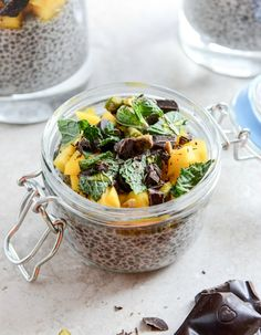 Vanilla Bean Chia Pudding with Fresh Mint, Mango, Pistachios + Dark Chocolate - a great healthy snack or dessert I howsweeteats.com