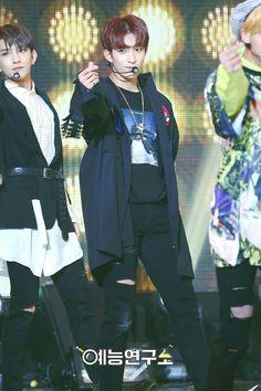 #SEVENTEEN #세븐틴 #DK #도겸 @ Show Music Core