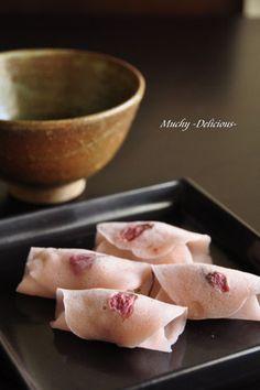 """花びら餅 Japanese sweets """"Hanabira-mochi""""(lice cake with bean paste wrapped ) Asian Desserts, Sweet Desserts, Dessert Recipes, Japanese Treats, Japanese Food, Sakura Mochi, Japanese Wagashi, Japanese Sweet, Cute Food"""