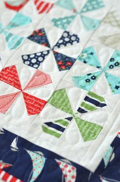 Dilly Dally Quilt pattern by Thimble Blossoms - 2 charm packs, 4 yds backing, 1 yd binding. Strip Quilts, Boy Quilts, Scrappy Quilts, Mini Quilts, Quilt Blocks, Jellyroll Quilts, Patchwork Quilting, Quilting Tutorials, Quilting Projects
