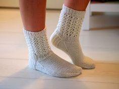 Life with Mari: Aikuisten Lise-Lotet Knitting Charts, Knitting Socks, Crochet Chart, Knit Crochet, Bed Socks, Crochet Slippers, Drops Design, Yarn Colors, One Color