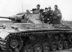 Panzerkampfwagen III Ausf. J (5 cm L/42) (Sd.Kfz. 141) Panzer IV in attack, June 1942. #worldwar2 #tanks
