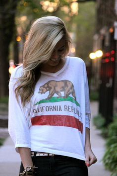 California flag graphic tee California Flag, California Fashion, California Republic, Confessions Of A Shopaholic, Preppy Look, Weekend Wear, Classy Women, Outfit Of The Day, Statement Shirts