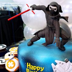 Star Wars The Force Awakens Cake and Cupcakes | BB-8 and Kylo Ren Cake Toppers | Cakes by The Regali Kitchen