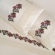 Kanaviçe Dantelli Pike Takımı Hand Embroidery Videos, Embroidery On Clothes, Crewel Embroidery, Cross Stitch Embroidery, Embroidery Designs, Bed Sheet Curtains, Bed Sheets, Friends Sketch, Bed Cover Design