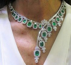 collar de diamantes y esmeraldas