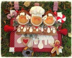 Galetes per la porta del forn Gingerbread Crafts, Gingerbread Decorations, Christmas Gingerbread, Christmas Decorations, Holiday Decor, Gingerbread Cookies, All Things Christmas, Christmas Time, Xmas