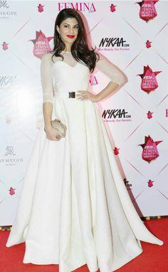 Jacqueline Fernandez was one of the best dressed celebs at Femina Beauty Awards Indian Celebrities, Bollywood Celebrities, Bollywood Fashion, Bollywood Actors, Bollywood Saree, Cute Dresses For Party, Nice Dresses, Elegant Dresses, Western Dresses