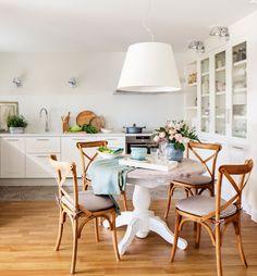 Cocina-con-office,-silla-Thonet-con-respaldo-cruceta,-suelo-de-parquet 00455154