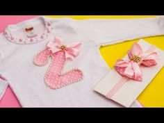 COMO PERSONALIZAR BODY E FAZER LAÇO COM FITA DE TECIDO - YouTube Body Minnie, Body Lace, Lace Romper, Crochet Baby, Hair Bows, Patches, Stitch, Sewing, Videos