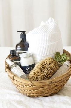 21 DIY gift baskets that really are perfect for any occasion! These DIY gift baskets will be loved by all! 21 Beautiful gift basket ideas that your friends and family will love! These 21 DIY Gift basket ideas are perfect for any occasion! Spa Basket, Guest Basket, Shower Basket, Towels In Basket, Diy Gift Baskets, Basket Gift, Gift Baskets For Him, Raffle Baskets, Thank You Gift Baskets